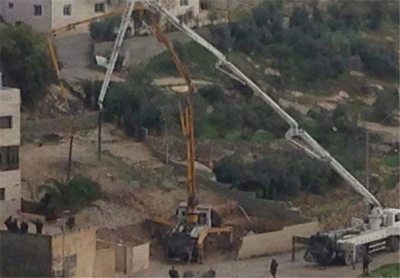 الاحتلال الصهیونی یهدم منزل شهید ویصب الباطون فی آخر بالقدس