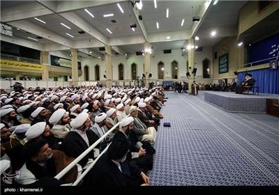 الامام الخامنئی یستقبل ائمة الجمعة فی أرجاء البلاد