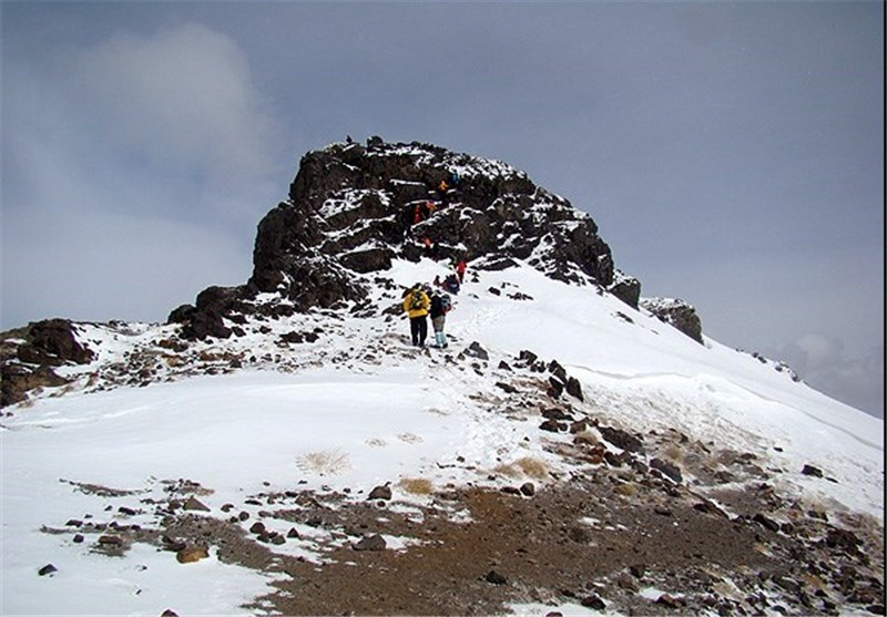 تجهیز 4مسیر اصلی قله پرمخاطره کرکس شهرستان نطنز
