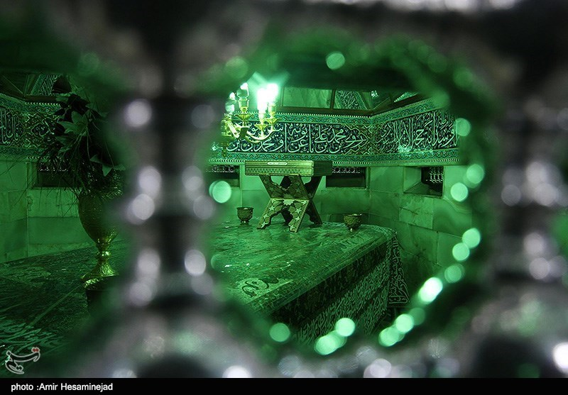 «غبارروبی» ضریح منور امام هشتم(ع) چگونه صورت میگیرد؟