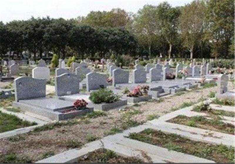 تلطیخ قبور مسلمین بطلاء احمر فی جنوب شرق باریس