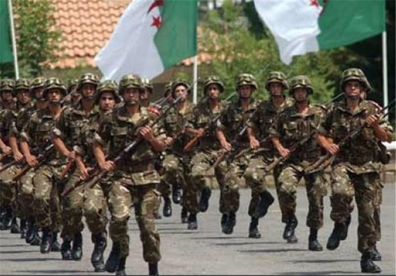 إرهابیون عائدون من لیبیا یسلمون أنفسهم للجیش الجزائری