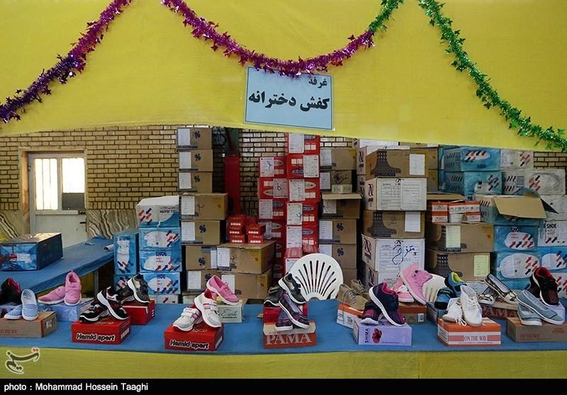 توزیع هدایای مقام معظم رهبری در مدارس کردستان