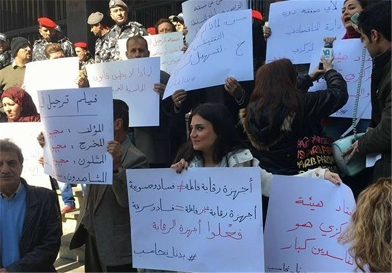 Activists Protest Corruption outside Beirut Govt Building