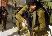 یورش نظامیان صهیونیست به منازل شهدای قدس/ دستور نتانیاهو برای تشدید بازرسیها