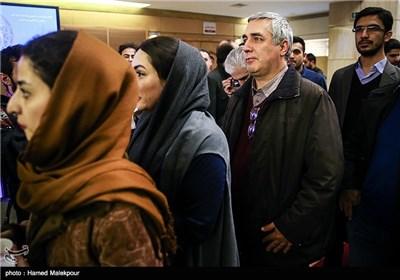 ابراهیم حاتمیکیا کارگردان فیلم بادیگارد در صف تماشای فیلم سینمایی نفس در چهارمین روز سی و چهارمین جشنواره فیلم فجر - برج میلاد