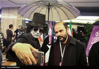 علی مصفا در چهارمین روز سی و چهارمین جشنواره فیلم فجر - برج میلاد