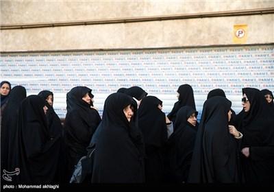 تشییع پیکر مادر شهید پلارک