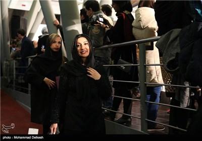 نگار عابدی از بازیگران فیلم آب نبات چوبی در مراسم فرش قرمز این فیلم در پردیس سینمایی ملت