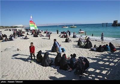 همایش بزرگ پیاده روی خانوادگی به مناسبت دهه فجر در کیش