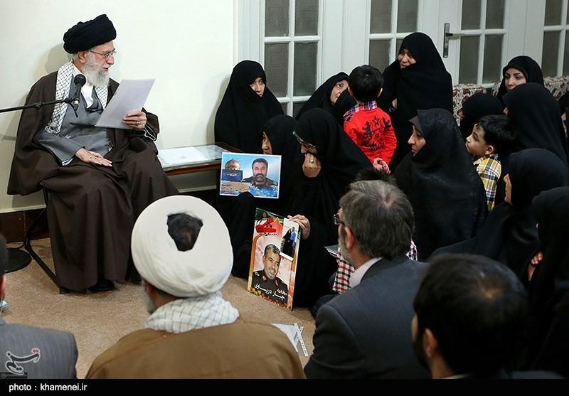 الامام الخامنئی یستقبل جمعا من ذوی شهداء القوات الخاصة فی حرس الثورة الاسلامیة