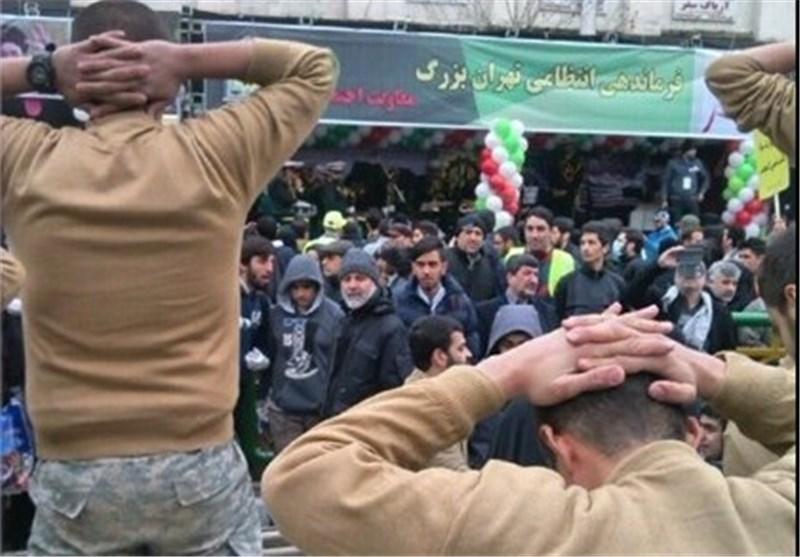 تفنگدار آمریکایی در راهپیمایی تهران