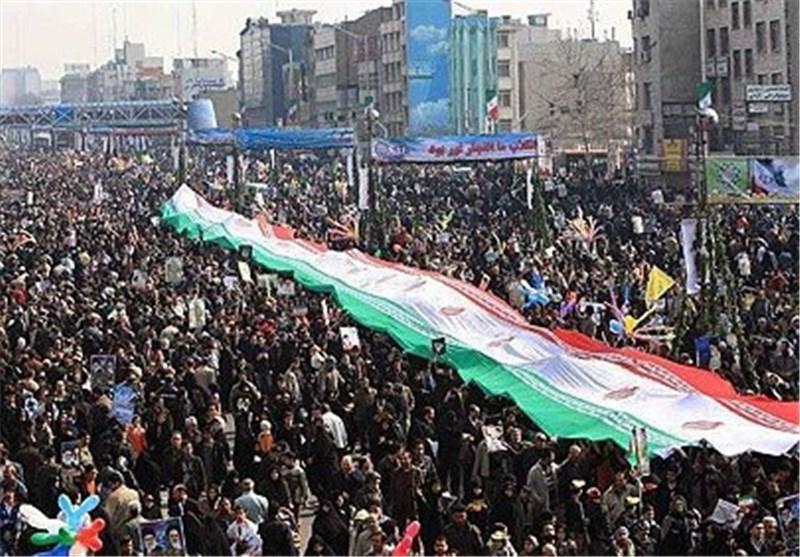 الهنود والباکستانیون فی طهران یشارکون الایرانیین فی مسیرات انتصار الثورة الاسلامیة