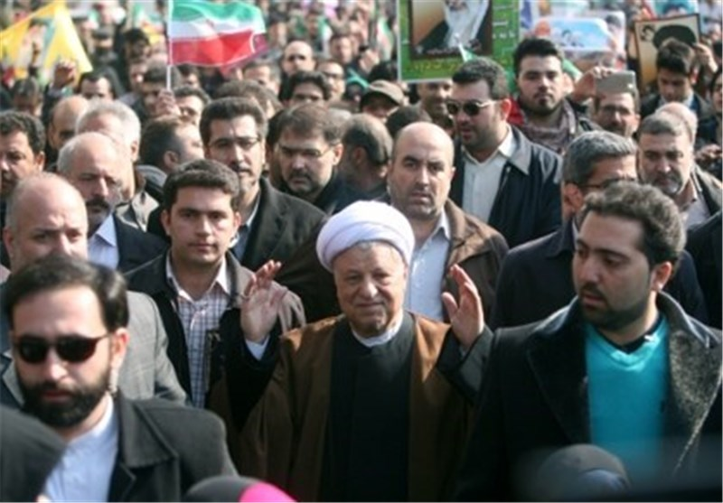 الجماهیر تبدی رد فعلها علی فریق حمایة یضم 200 شخصا لحمایة هاشمی رفسنجانی