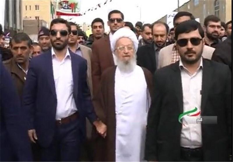 المرجع الدینی مکارم الشیرازی یشارک فی مسیرات 22 بهمن