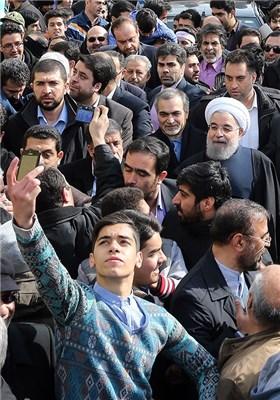 رئیس الجمهوریة الاسلامیة الایرانیة یشارک فی مسیرات 22 بهمن