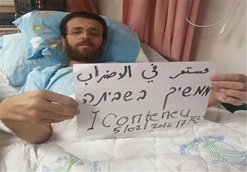 الأسیر الصحفی محمد القیق بات على حافة الموت