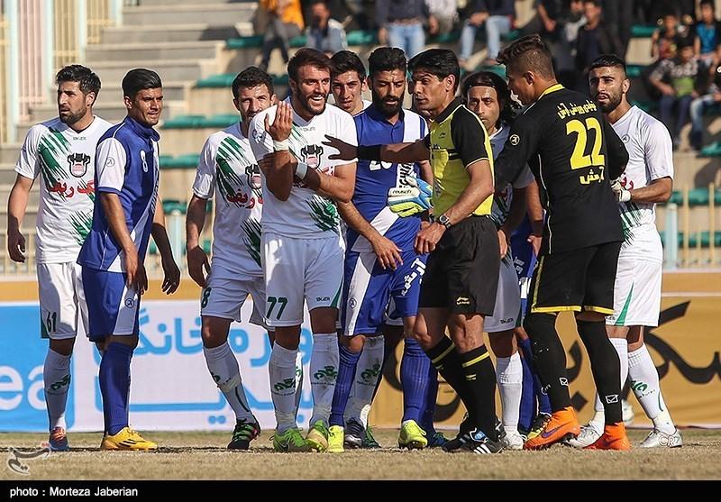 دیدار تیم های فوتبال استقلال اهواز و ذوب آهن