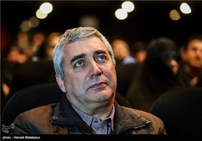 مراسم تجلیل خانواده شهدا از ابراهیم حاتمیکیا کارگردان فیلم بادیگارد
