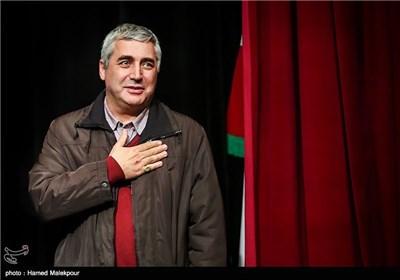 تجلیل خانواده شهدا از ابراهیم حاتمیکیا کارگردان فیلم بادیگارد