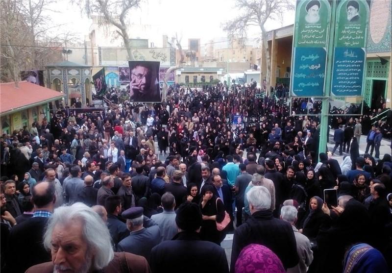 نمایش پست :عکس های مراسم تشییع پیکر فرج الله سلحشور