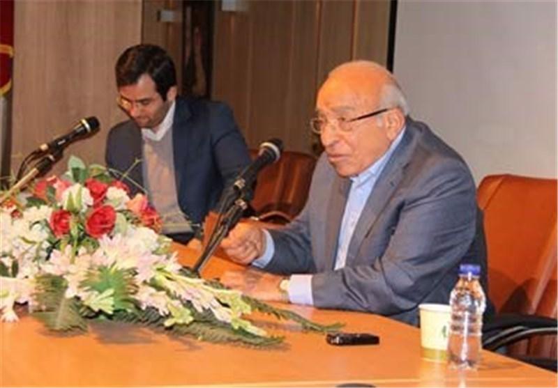 المفکر المصری فهمی هویدی : لیس هناک قائد کالإمام الخمینی بین قادة العالم العربی