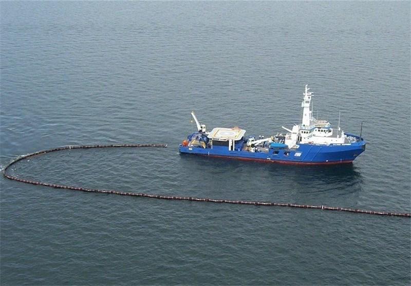 مهار منبع آلودگی نفتی در جزیره خارگ / پاکسازی سواحل گناوه و ریگ تا سه روز آینده