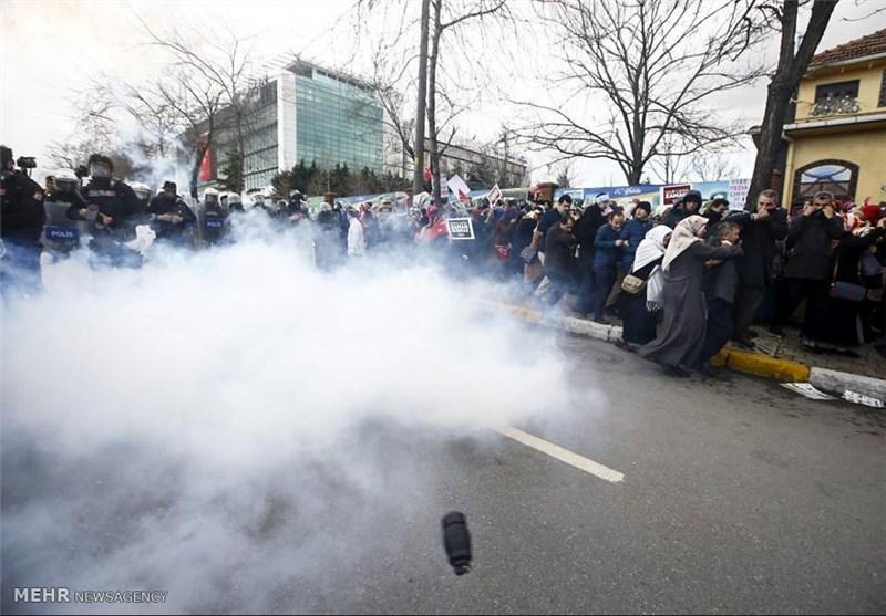 پلیس ترکیه به سوی معترضان به قانون اساسی جدید، گاز اشک آور شلیک کرد