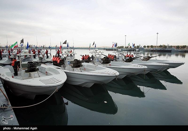 آئین الحاق بیش از 100 فروند شناور به نیروی دریایی سپاه در بندرعباس آغاز شد