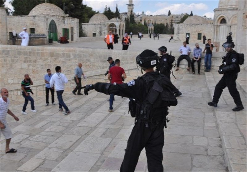 المئات من المستوطنین الصهاینة یقتحمون المسجد الاقصى