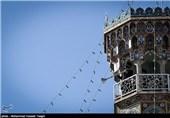 زائران غیرایرانی حرم منور رضوی آماده استماع سخنرانی نوروزی امام خامنهای
