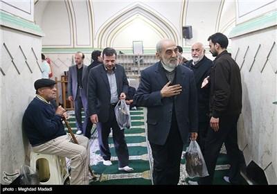 حسین شریعتمداری مدیرمسؤل روزنامه کیهان در مراسم ترحیم آزاده جانباز حسن حسین زاده