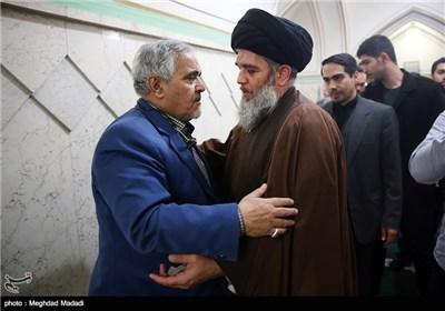حجت الاسلام مؤمنی و علی انسانی در مراسم ترحیم آزاده جانباز حسن حسین زاده