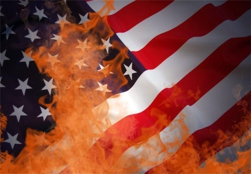 الشعب الارجنتینی یستقبل أوباما بحرق العلم الأمریکی