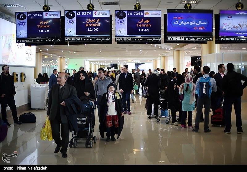 گرفتاری مردم به دلیل کمکاری عوامل فرودگاه مشهد/ عملیات ناتمام یخزدایی به دلیل تمام شدن آب