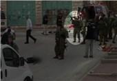 نظامی صهیونیست جوان فلسطینی زخمی را در خیابان اعدام کرد + فیلم