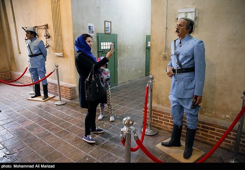 حضور گروه های مختلف مردم در بخش موزه پهلوی باغ موزه قصر