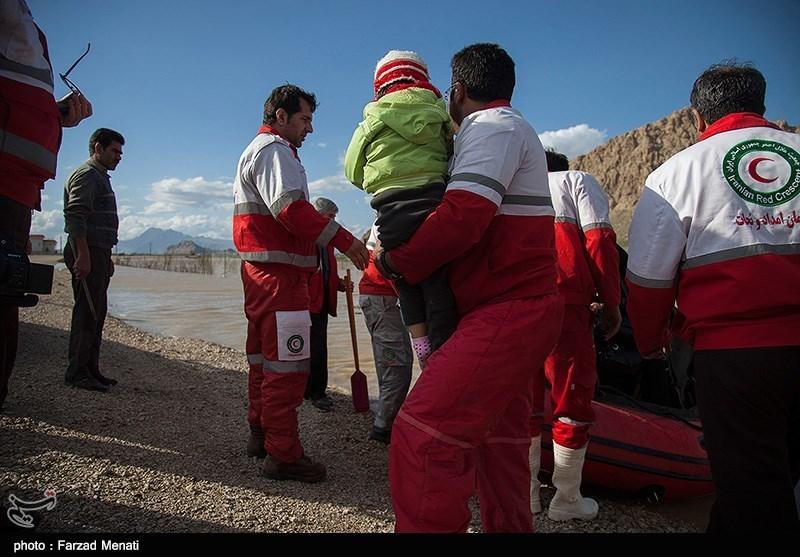 امدادرسانی نیروهای امدادی دانشگاه علوم پزشکی اردبیل به مناطق زلزلهزده کرمانشاه