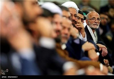الإمام الخامنئی یستقبل جمعاً من شعراء وذاکری أهل البیت (ع)