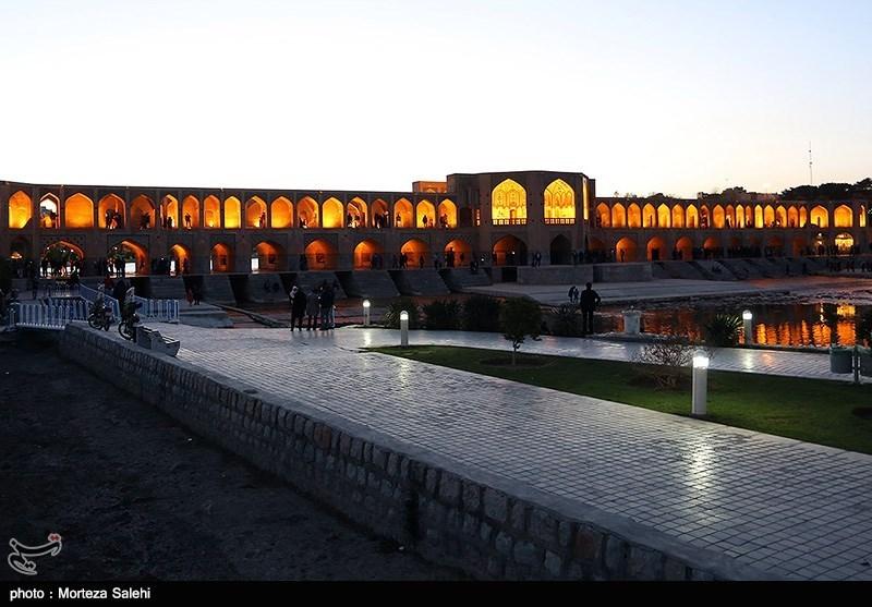 جسر خواجو فی مدینة اصفهان + صور