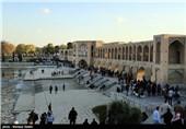 مسافران نوروزی در پل خواجو - اصفهان