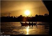 قایق سواری مهمان های نوروزی در کارون - اهواز
