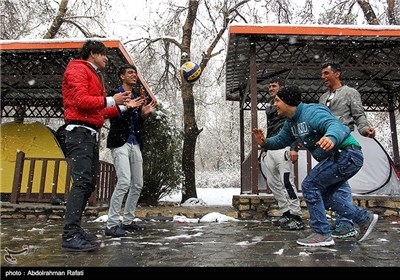 بارش برف در سیزدهمین روز بهار - همدان