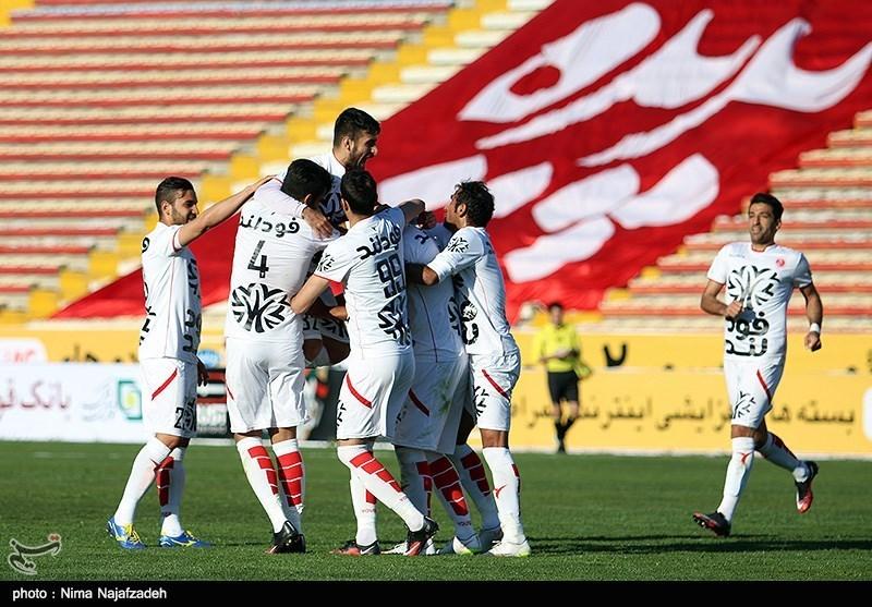 دیدار تیم های فوتبال پدیده مشهد و استقلال اهواز