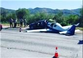 یک کشته پس از فرود عجیب هواپیما در بزرگراهی در آمریکا + فیلم و عکس
