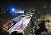 تصادف خونین در محور مرودشت - سعادتشهر استان فارس/ 2 نفر کشته و 17 نفر مجروح شدند