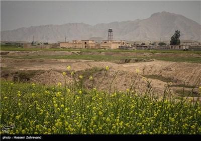 این بنا که در 20 کیلومتری بهبهان و در جاده شیراز ـ بهبهان و در روستایی به نام خیرآباد قرار دارد با وجود موقعیت خوب و مرمت شدن آن در سال 1385 و آمادگی برای بهرهبرداری به حال خود رها شده و به خاطر معرفی نشدن خالی از بازدیدکننده است. به دلیل معرفی نشدن این بنا در طول سال بازدیدکننده کمی به سراغ قلعه مدرسه میآیند، از سال 1385 که مرمت به پایان رسیده تاکنون کسی برای برطرف کردن مشکلات جزیی این بنا به فریاد آن نرسیده است. ساخت و سازهای اطراف بنا فراوان است و گاهی گفته میشود که این ساخت و سازها با هماهنگی سازمان میراث فرهنگی است.