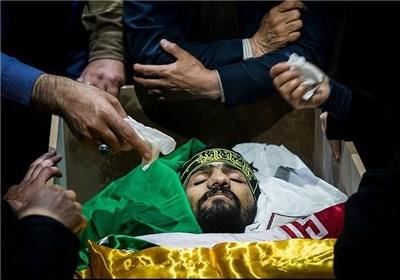 وداع خانواده شهید مدافع حرم؛ «عمار بهمنی» با پیکر فرزندشان