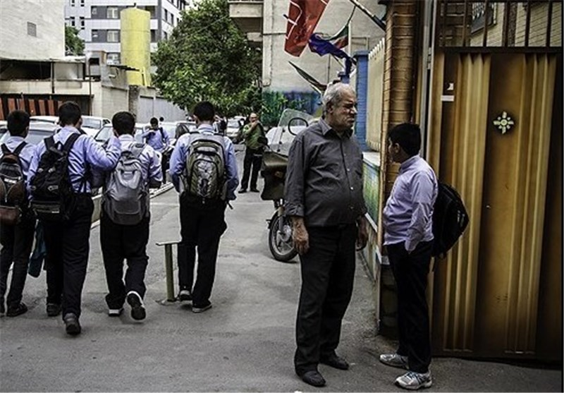 پیگیری برای افزایش حقوق نیروهای خدماتی مدارس
