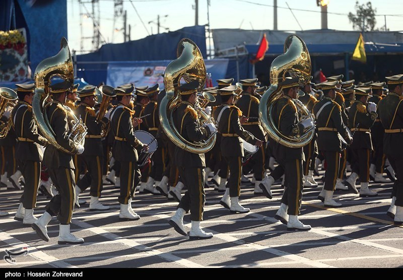 Military Parades Held in Iran on National Army Day